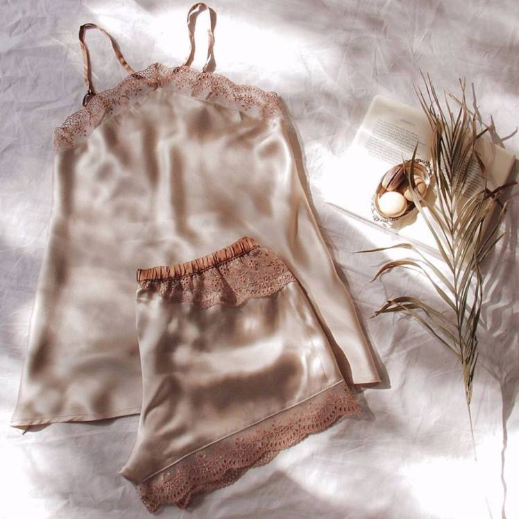 Tendenze romantiche e fantasie floreali della collezione Intimissimi Primavera-Estate