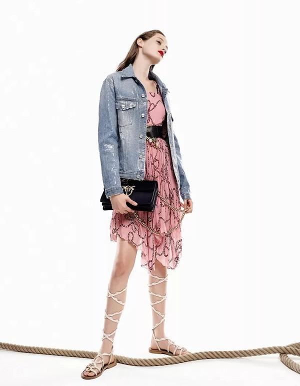 L'estate glamour di Pinko in un mix di look e tendenze