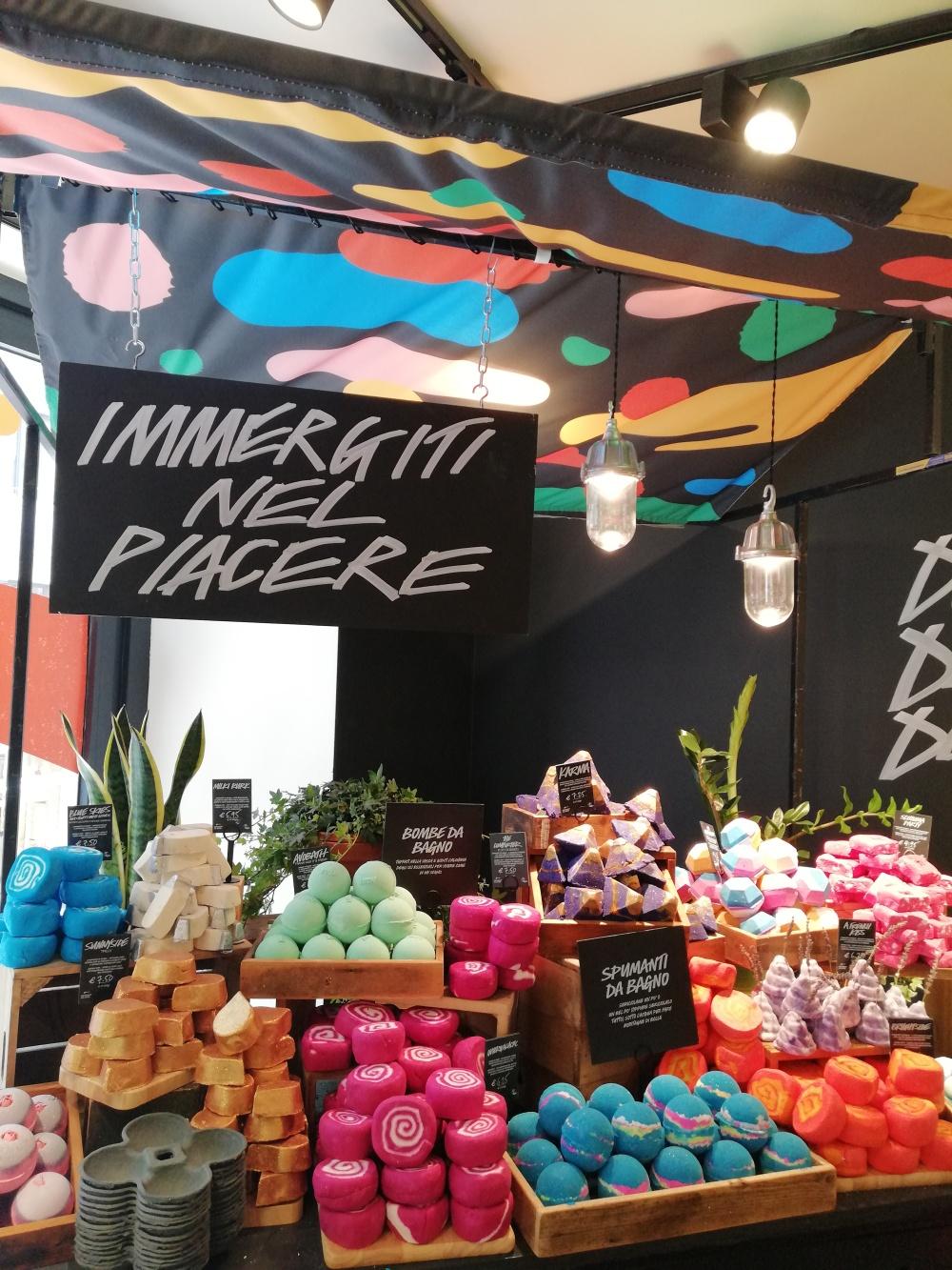 Lush Naked Shop di Milano e la nuovaTurtle Jelly Bomb