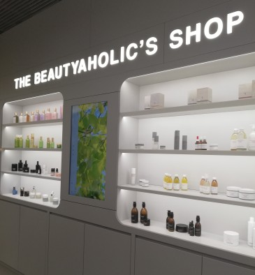 A Milano apre The Beautyaholic's Shop, tempio della bellezza per le amanti della cosmesi green