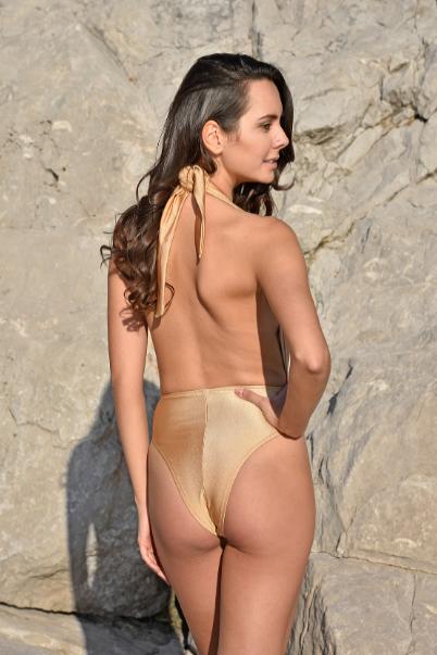 Costume elegante dorato trendy