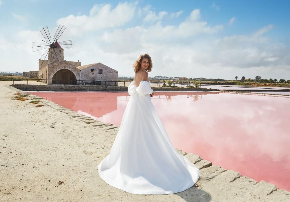 Atelier Emé lancia la nuova collezione Sposa 2021 con la suggestiva campagna Pink Dream, ambientata tra le Saline di Marsala.